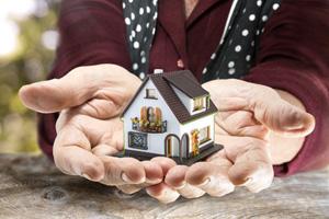 家族に遺産として不動産を遺す際に気をつけたいことを相続や贈与の観点からご紹介